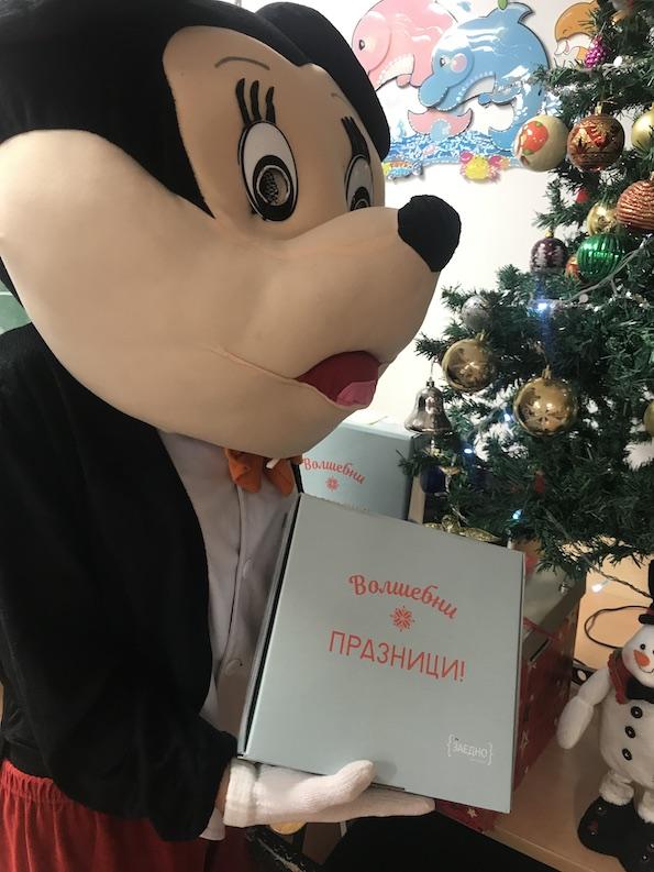 Дрогериите dm донираа новогодишни пакетчиња за деца од Тетово, Битола и Скопје 6
