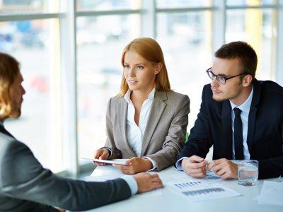 Ако сакате да ја добиете работата, носете ја оваа боја на облека на интервјуто