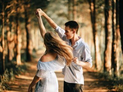 Благодарение на љубезните гестови на непознати луѓе можете да се чувствувате повеќе сакано отколку во романтична врска