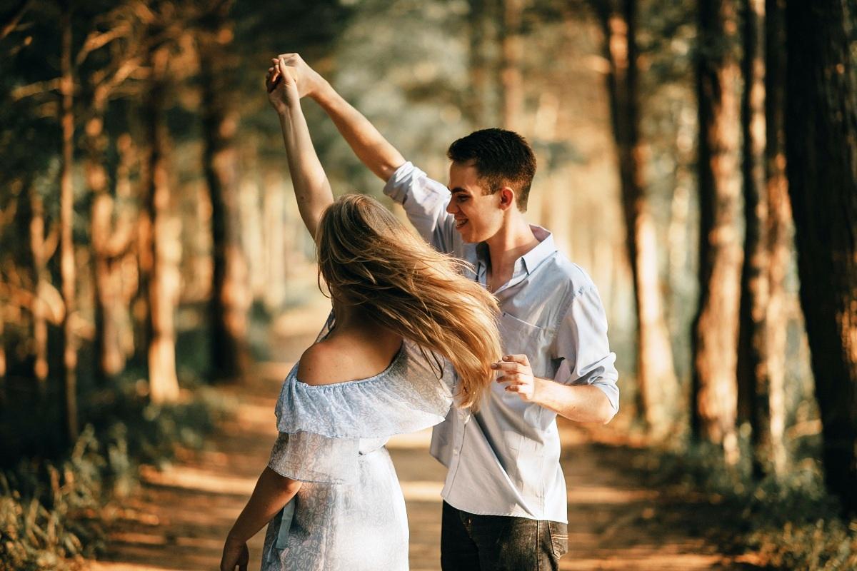 Благодарение на љубезните гестови на непознати луѓе може да се чувствувате повеќе сакано отколку во романтична врска