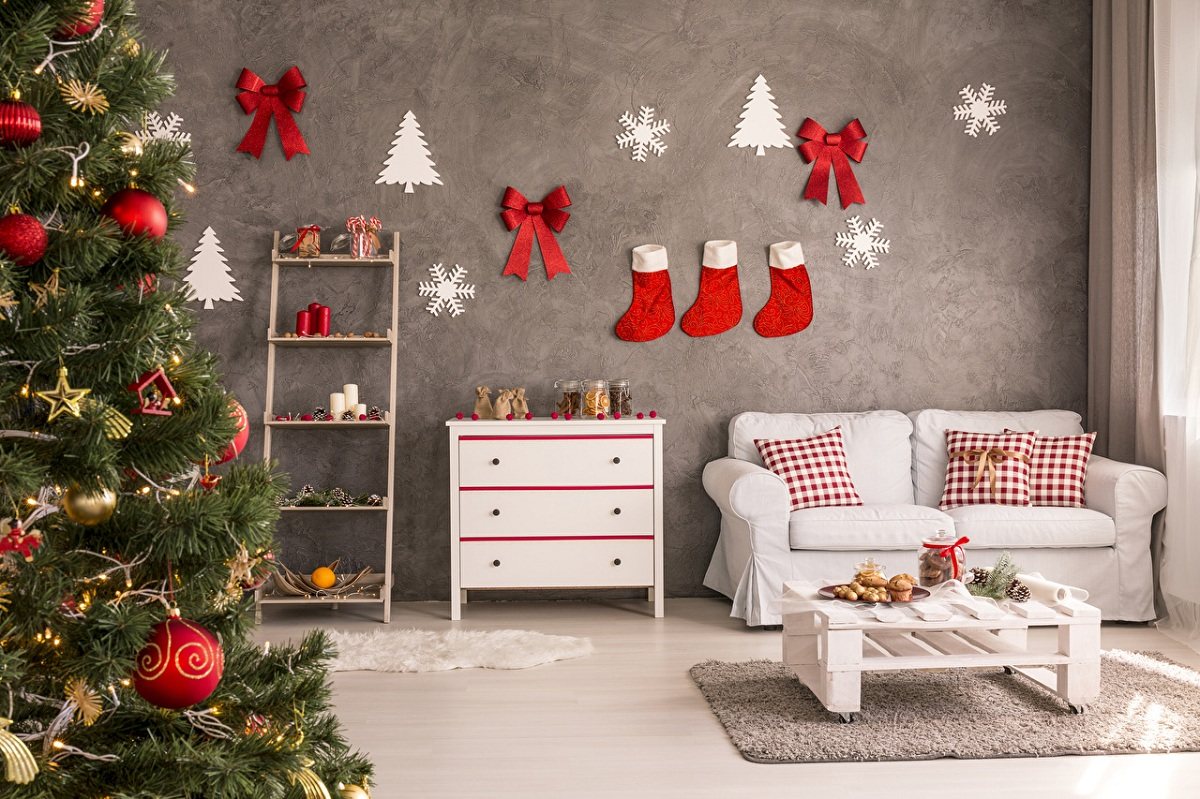 Перниците со новогодишни мотиви се едноставен начин за освежување на вашиот ентериер