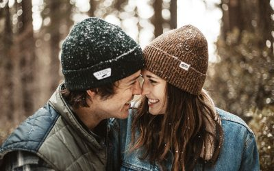 Пет митови за врските и за бракот што ги учите од околината
