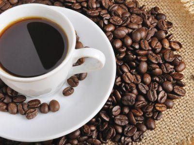 Ако сакате долго да живеете и да бидете здрави: Во домашното кафе додајте го ова!