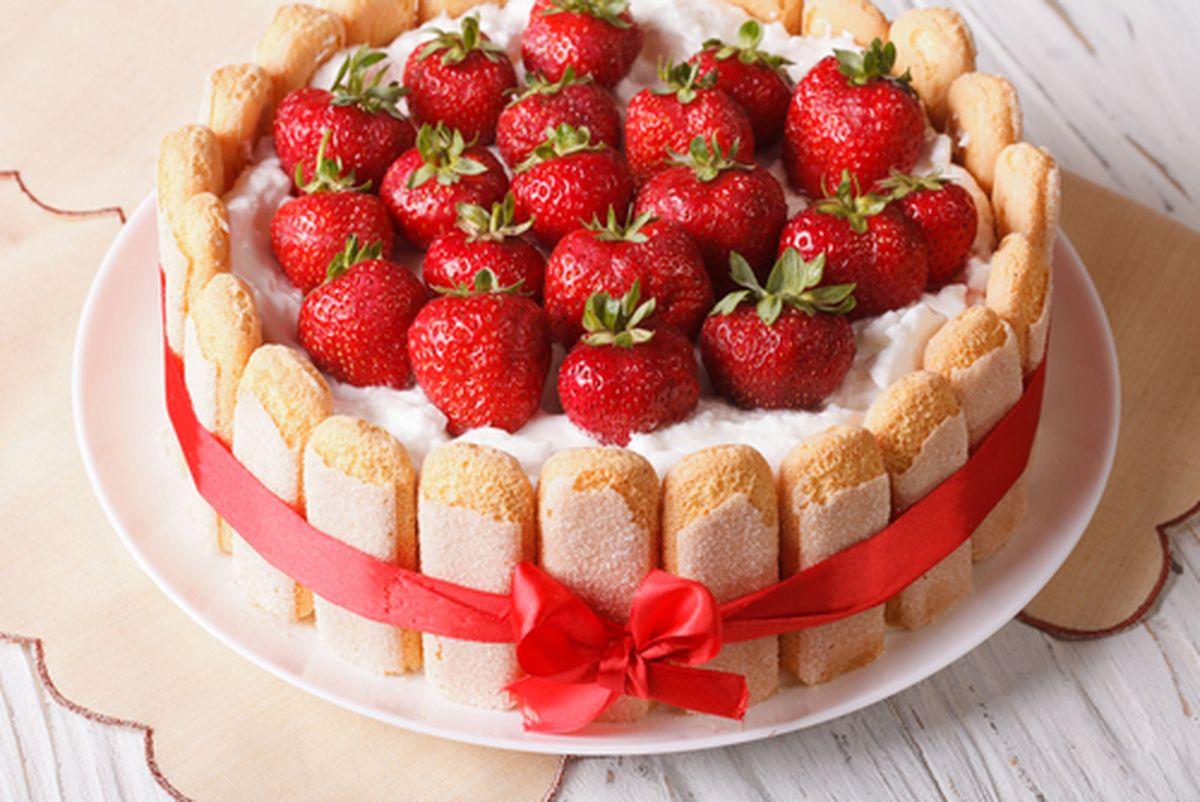 Торта со пишкоти и јагоди: Божествен вкус кој ќе ве фасцинира!