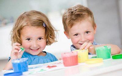Восхитувајте ѝ се на вашата ќерка, пофалете го вашиот син: Едукативен метод што 100% функционира!