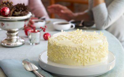 """Засладете им го денот на своите блиски со овој неверојатен десерт: Торта """"Снегулка"""""""