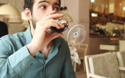 """Зошто луѓето пијат и зошто се опијануваат: Како да пиете """"паметно"""" и до каде е границата?"""