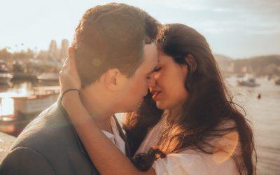 Секси совети за секој хороскопски знак: Како да ја разгорите страста во спалната соба?