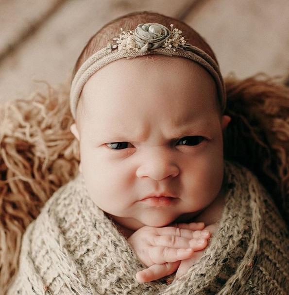Намуртеното лиценце на ова женско бебенце е најдоброто нешто што ќе го видите денеска