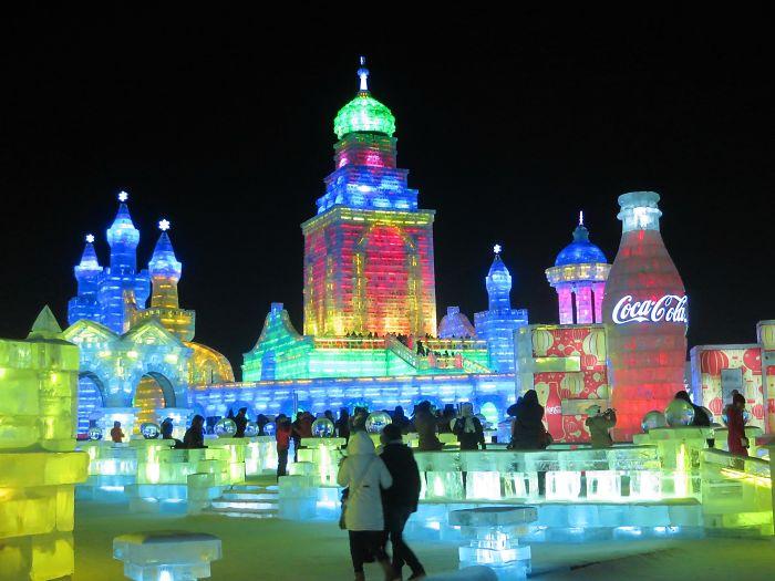 20 прекрасни фотографии од Фестивалот на скулптури од снег и мраз во Харбин што ќе ве натераат да посакате да го посетите
