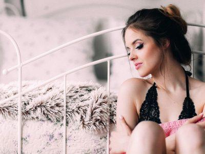 8 ритуали што жените задолжително ги прават пред да имаат секс