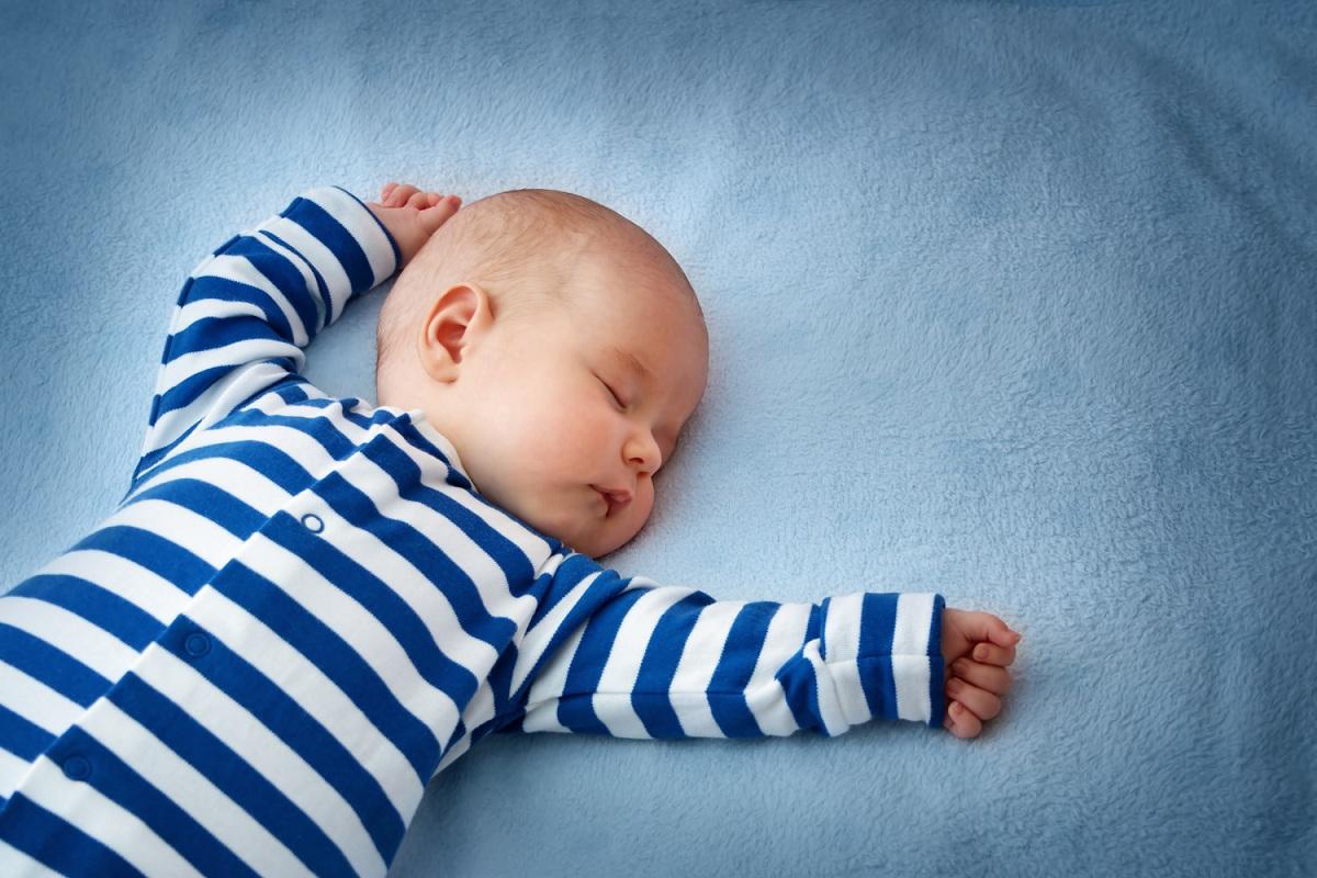 Колку часови треба да спие бебето за здрав сон?