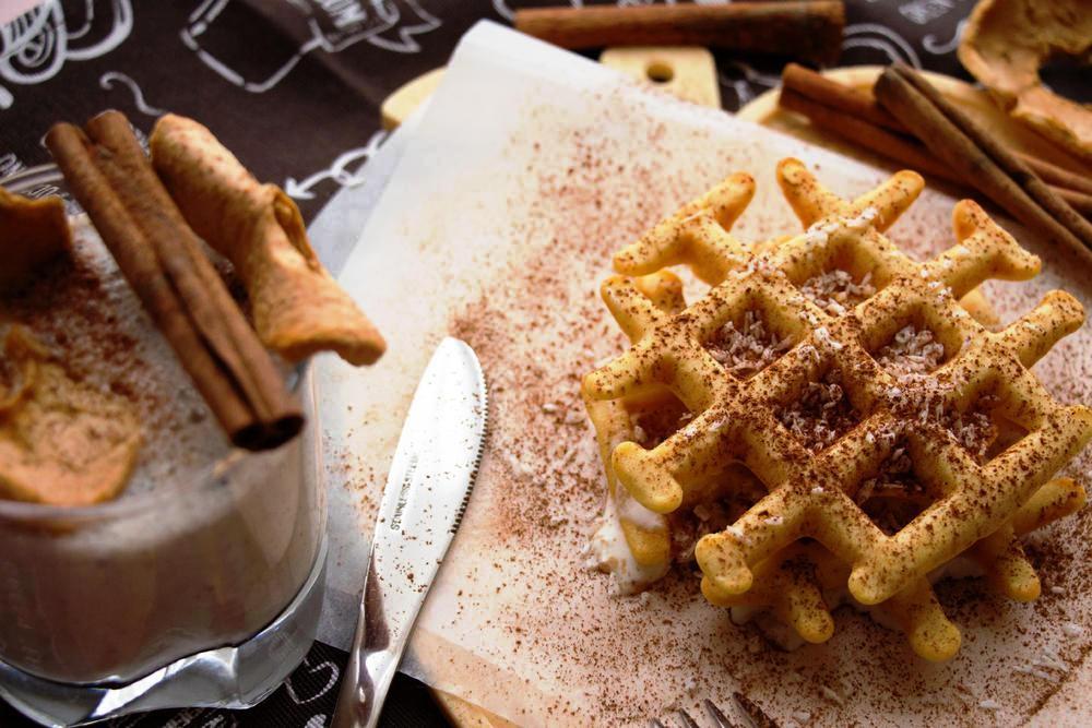 Незаборавен десерт од детството: Меки вафли со цимет