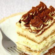 Рецепт за еклер торта што не треба да ја печете