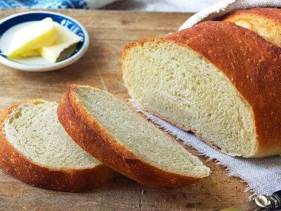 Само вака правилно се замрзнува леб: Генијален трик кој ја чува свежината, а ви требаат само 10 минути