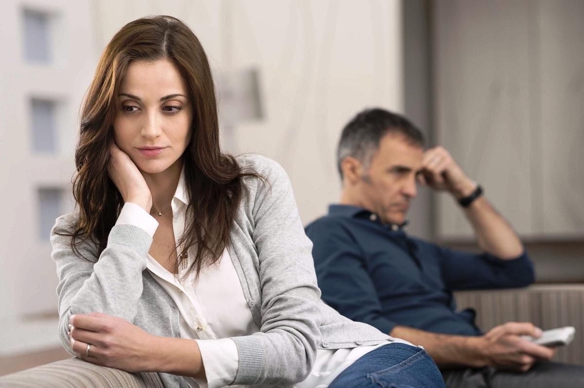 Зошто се чувствувате осамено во врската и што да направите за да го промените тоа?