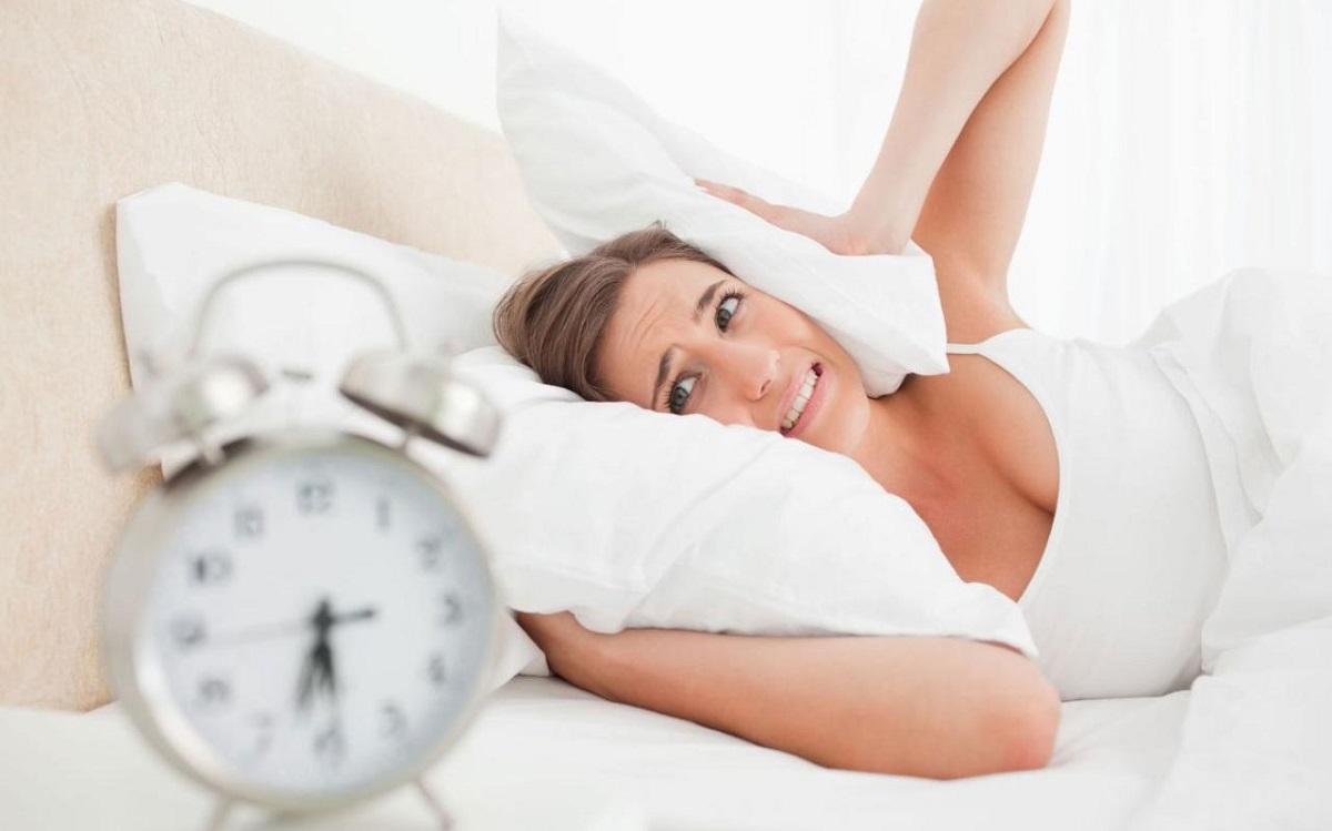 Будењето со аларм ве прави уште поуморни