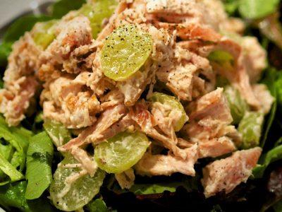 """""""Цезар салата"""" со туна: Детален процес на подготовка за почетници кои сакаат да готват!"""