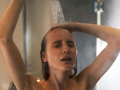 Пристигна одговорот на ова популарно прашање: Кога е подобро да се истуширате?