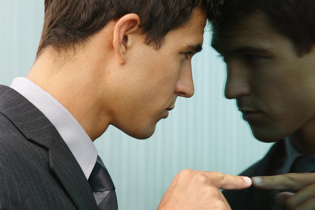 Самокритиката влијае врз нашиот ум и тело: Докажано е дека негативните искуства се поважни од успехот!