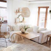 Стан во кој ќе се вљубите на прв поглед: Преубав дом во нежни нијанси што нè потсетуваат на мир и љубов
