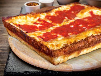 """Зошто е толку посебна? Пица во """"Детроит"""" стил"""
