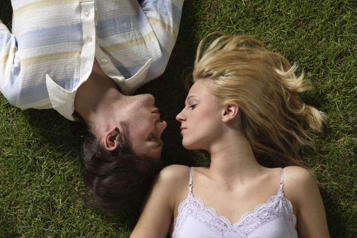 Науката открива: Што се случува кога се бакнувате?