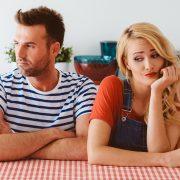 5 хороскопски знаци што секогаш први започнуваат расправија во врската