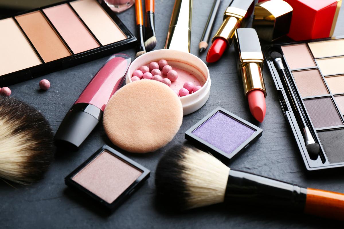 Феноменални трикови: Како да ја искористите старата козметика?