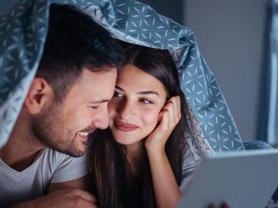 Најдобрите романтични филмови ако сакате да го поминете Денот на вљубените во домашна атмосфера