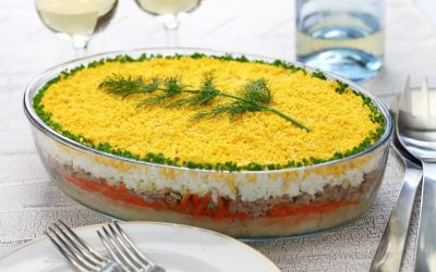 """""""Мимоза"""" салата без шунка: Богато предјадење со јајца и сирење"""