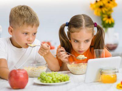 Научниците откриваат: Како телевизијата може да направи децата да бидат поздрави?