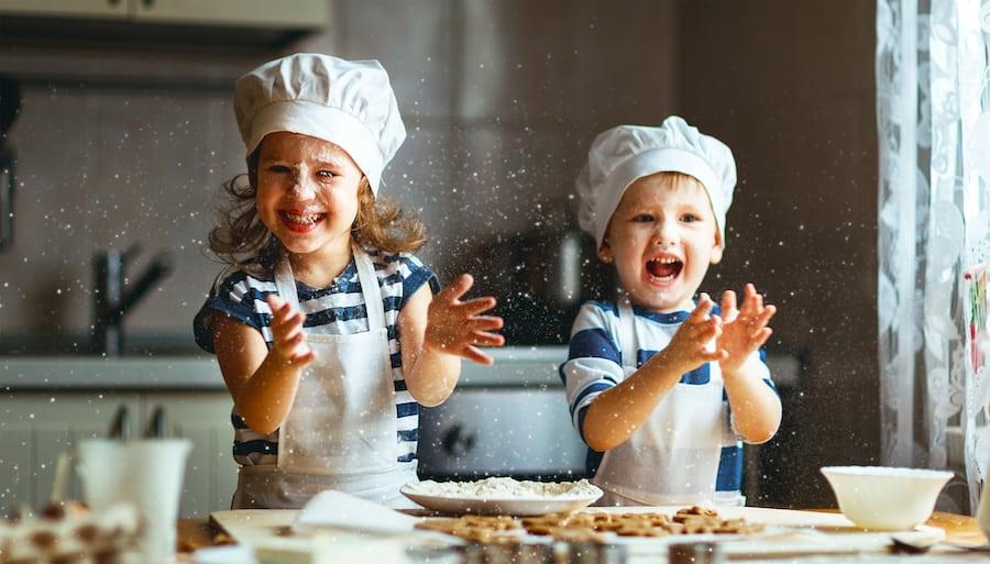 Забавни и корисни активности во семејството: Научете го вашето дете да готви