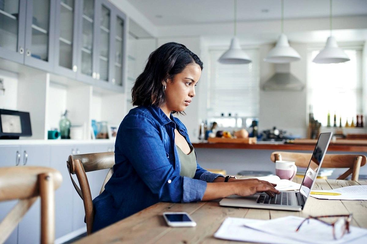 6 правила за работа од дома: Како да не си го уништите вашето здравје и да не се здебелите за време на пандемијата?