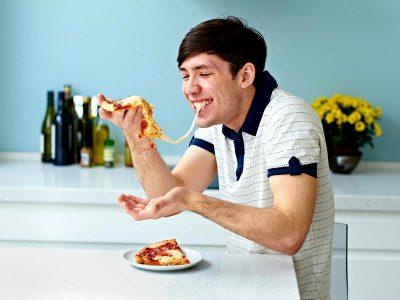 Науката открива дека пицата игра важна улога во квалитетот на спермата