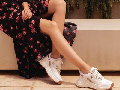 Женствено и удобно: 6 пролетни комбинации со бели патики