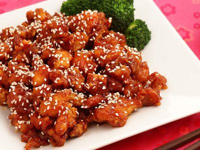 Брз ручек готов за 20 минути: Пикантно пилешко со сусам и ориз