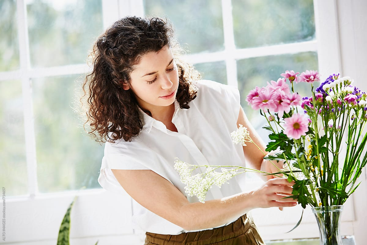 Смирува и го подобрува расположението: Аранжирањето цвеќиња докажано го подобрува денот