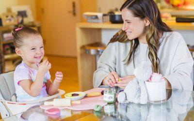 Ви недостасува идеја? Направете домашен пластилин со вашите деца