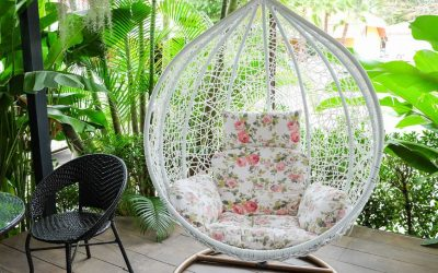 Висечки фотелји и нишалки: Популарни модели совршени за балкони и дворови