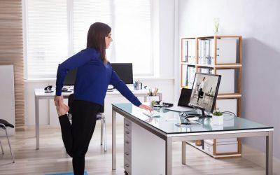 За оние кои работат од дома: Овие 5 вежби ќе ви помогнат да ги спречите болките во вратот и грбот