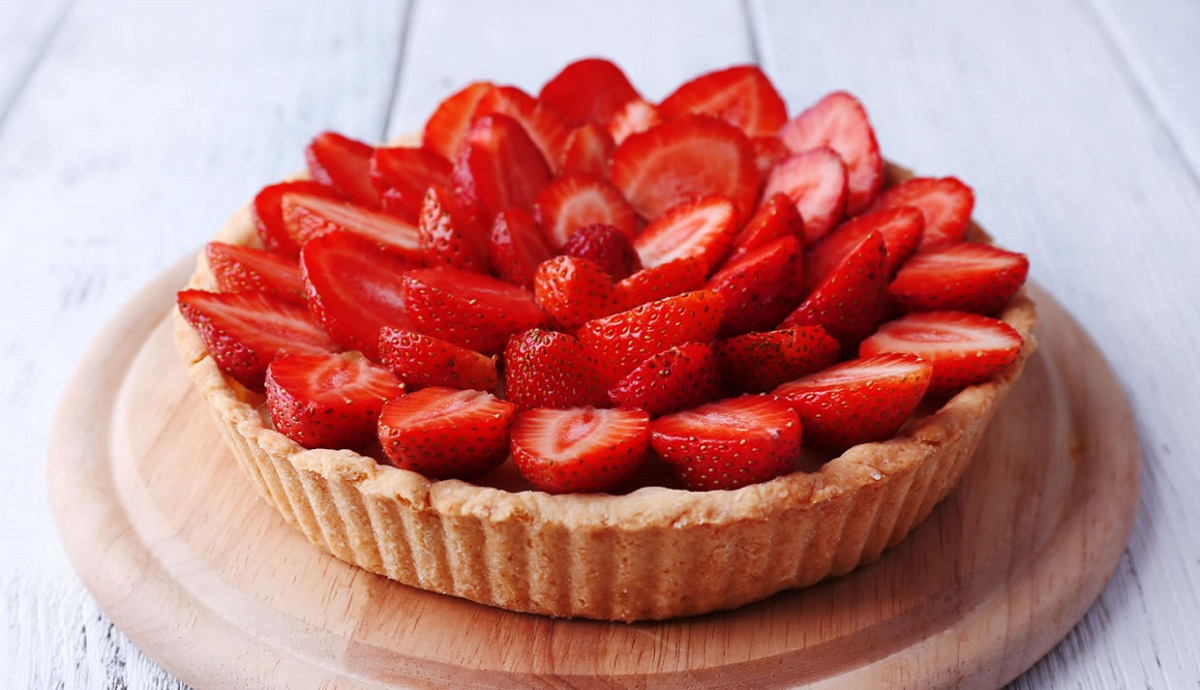 Овој освежителен тарт со јагоди е совршен пролетен десерт