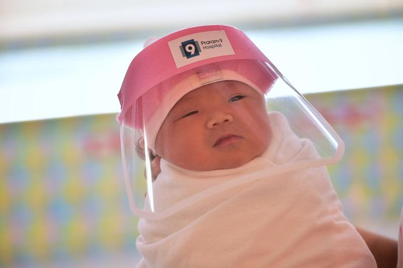 Тајланд: Новороденчиња добија визири и го разнежија светот