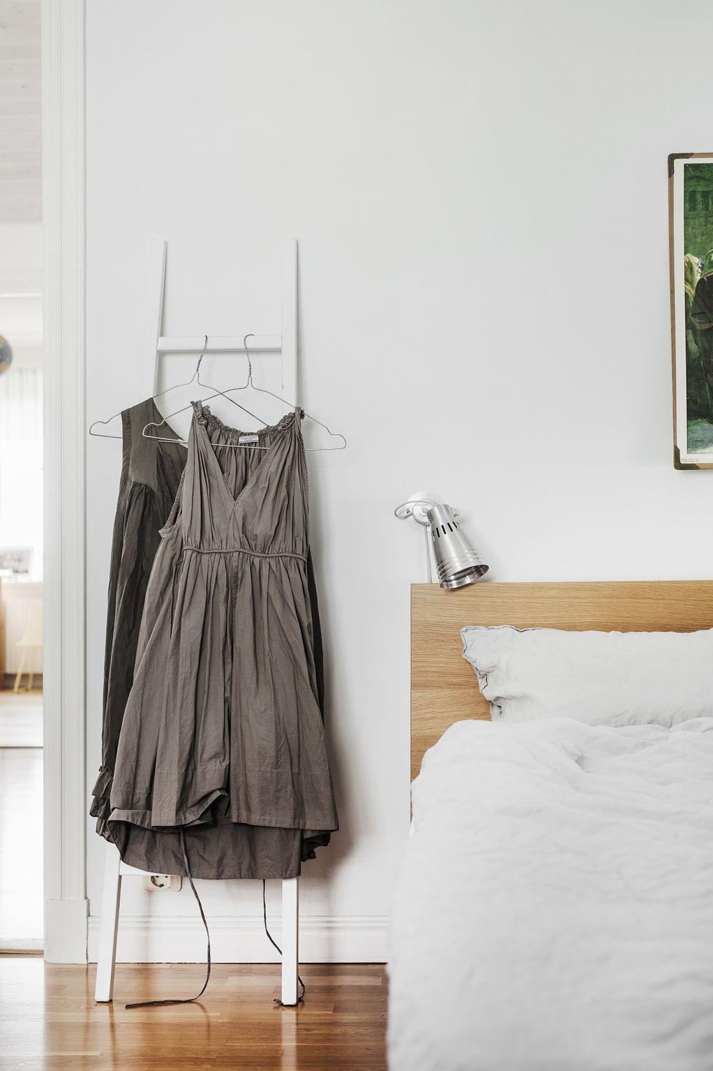 15 начини како да ја претворите скалата во најубавата полица во домот