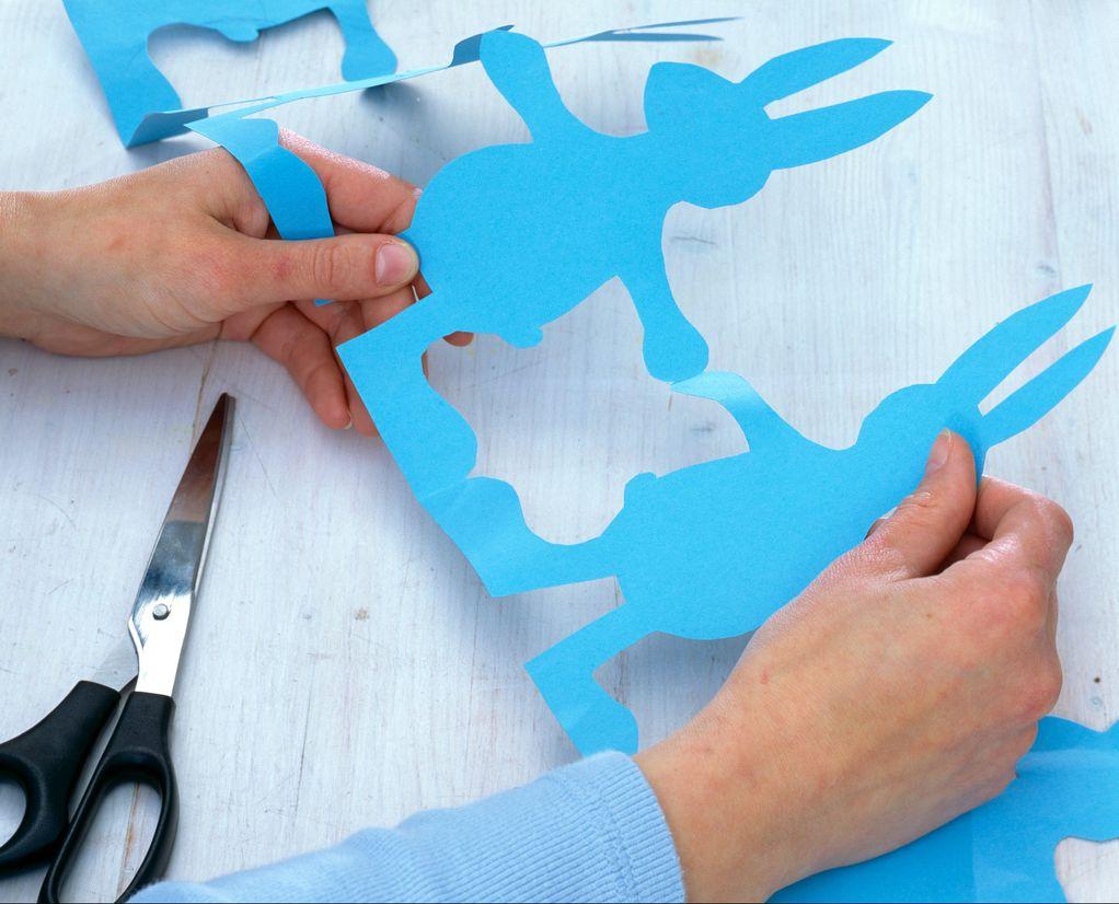 За на ѕид или маса: Направете велигденски венец со зајачиња