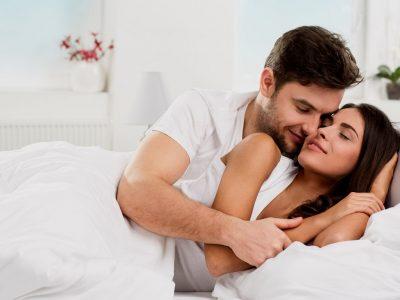 4 хороскопски парови кои не можат да ги држат рацете настрана еден од друг