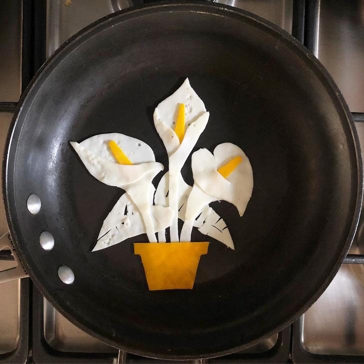 Уметник од Мексико користи тава како платно и создава уметнички дела од пржени јајца