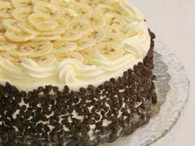 Банана сплит торта: Неодолив десерт што сите го обожаваат