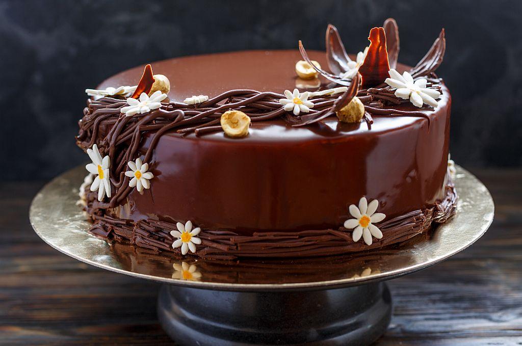 Чоколадна торта со мед: Домашна торта со богата глазура