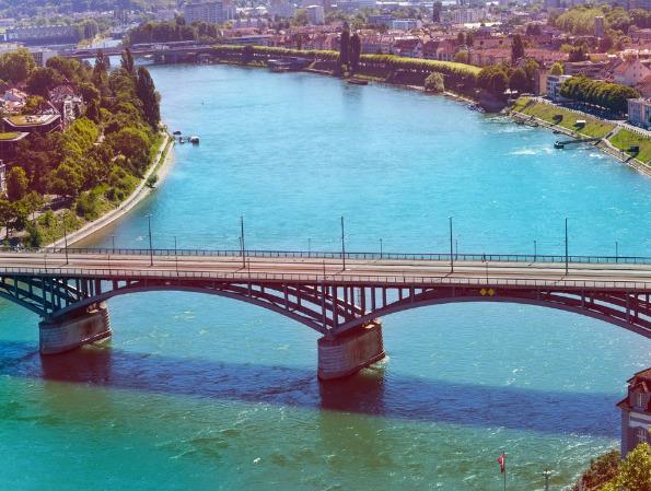 Европскиот град во кој луѓето од работа до дома се враќаат пливајќи